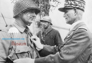 French General Edouard Welvert award Edson Raff, 509 first commander. after operation Torch. 1942.