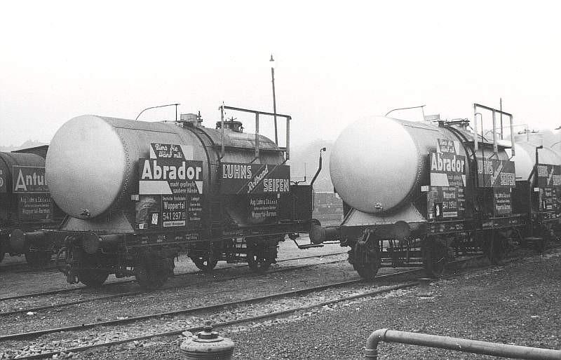 Allein vier Kesselwagen der Firma Luhns sind etwa 1935 hier im Anschlussbereich vor der Drehscheibe zu sehen. Werkfoto Luhns/ Sammlung VOBA