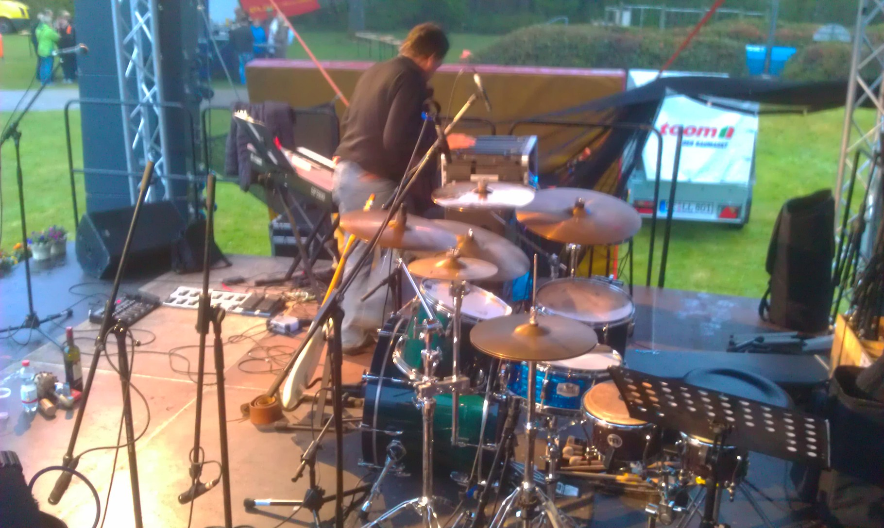 ...mich gibt es mit einem Pop- Schlagzeug...