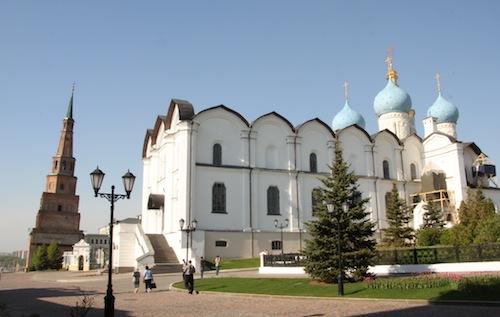 Sjujumbeki-Turm und Mariä-Verkündungs-Kathedrale