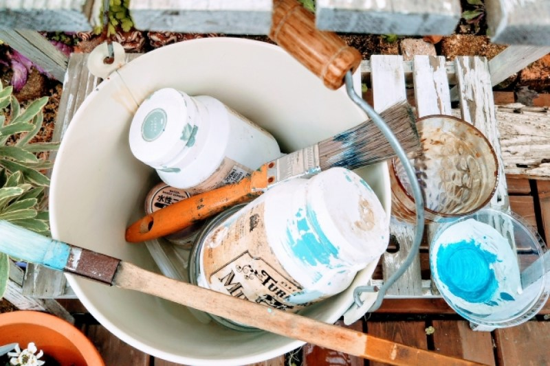 Types of paints and wood finishes - Paint, varnish, stain, polyurethane finish, wax, and oil -