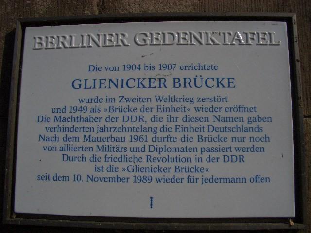 Gedenktafel an der Glienicker Brücke