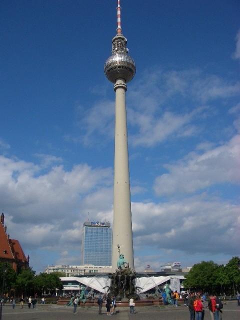 Berliner Fernsehturm-mit 364 Metern höchstes Bauwerk Deutschlands