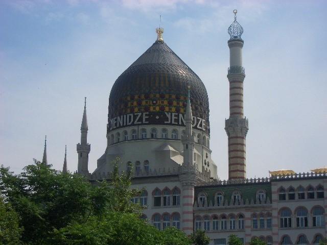 Yenidze-ehemalige Dresdner Zigarettenfabrik im Moscheestil