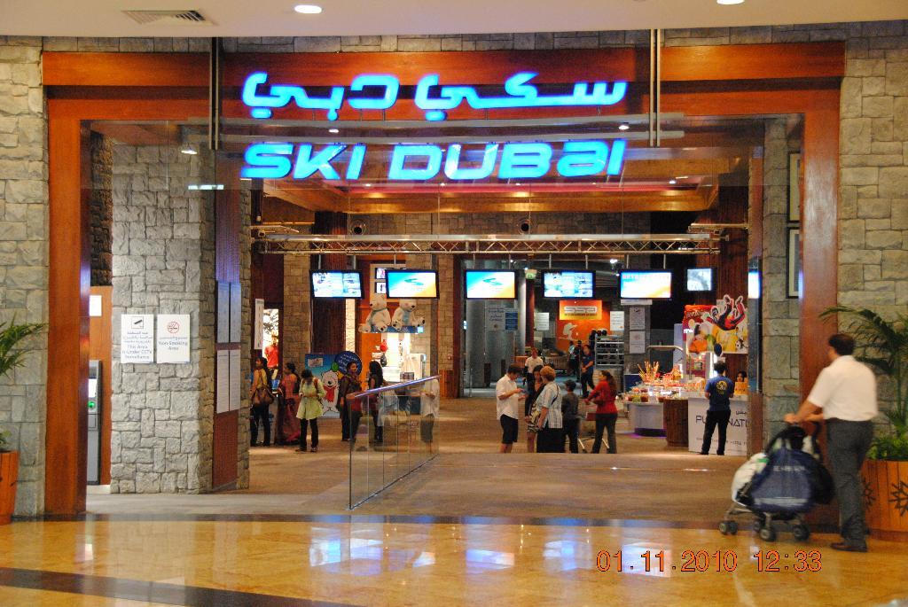 Dubai Mall mit Skipiste und Eislaufplatz