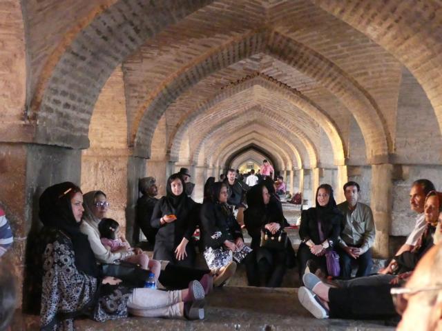 ISFAHAN - gemütliches Zusammensein und Singen /Pol-e Chādschu