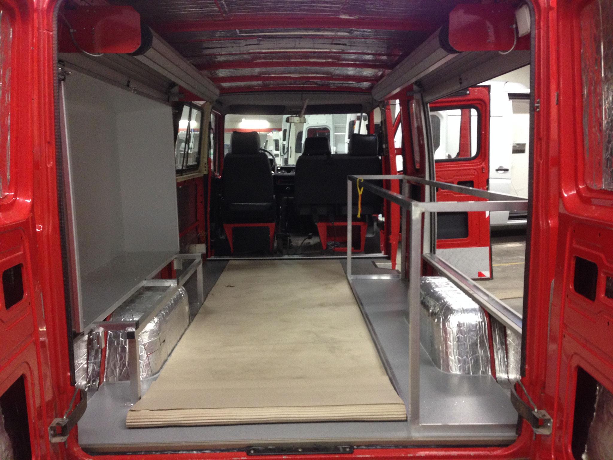 Küchengerüst (Alurahmen) und Slide-Out Kasten, Boden in der Qualität der Rettungswägen