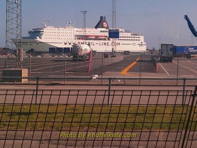 Schiff am Hafen verm. fährt es nach Norwegen!?