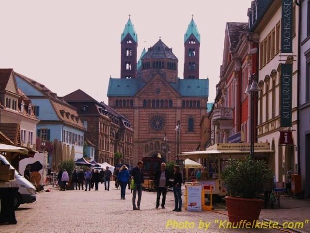 Der Dom von der Maximilianstrasse aus gesehen