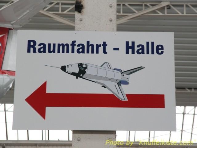 jetzt geht´s zur Raumfahrt-Halle!