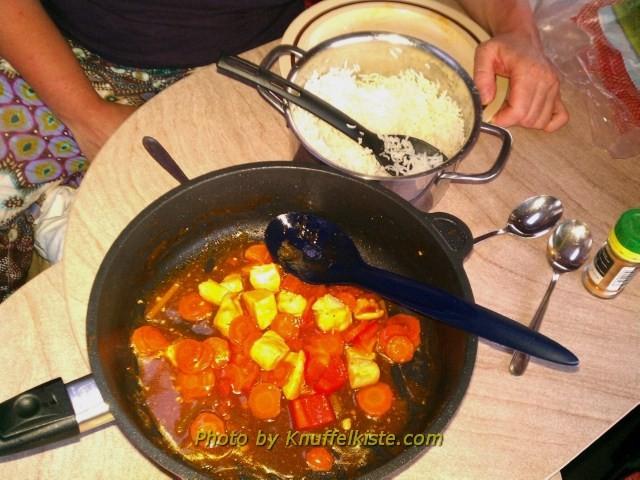 Unser Abendesssen-Putengulasch mit Paprika,Karotten und Reis