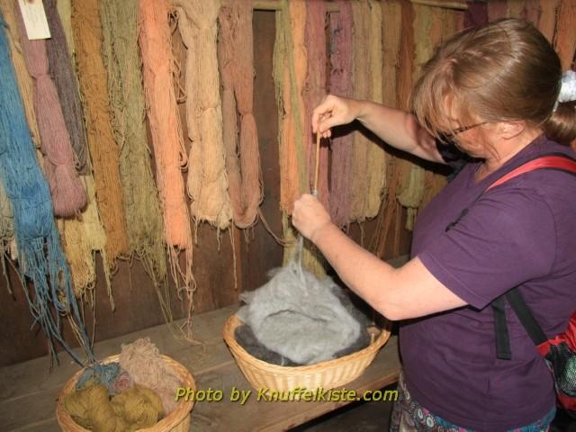 naturgefärbte selbstgesponnene Wolle