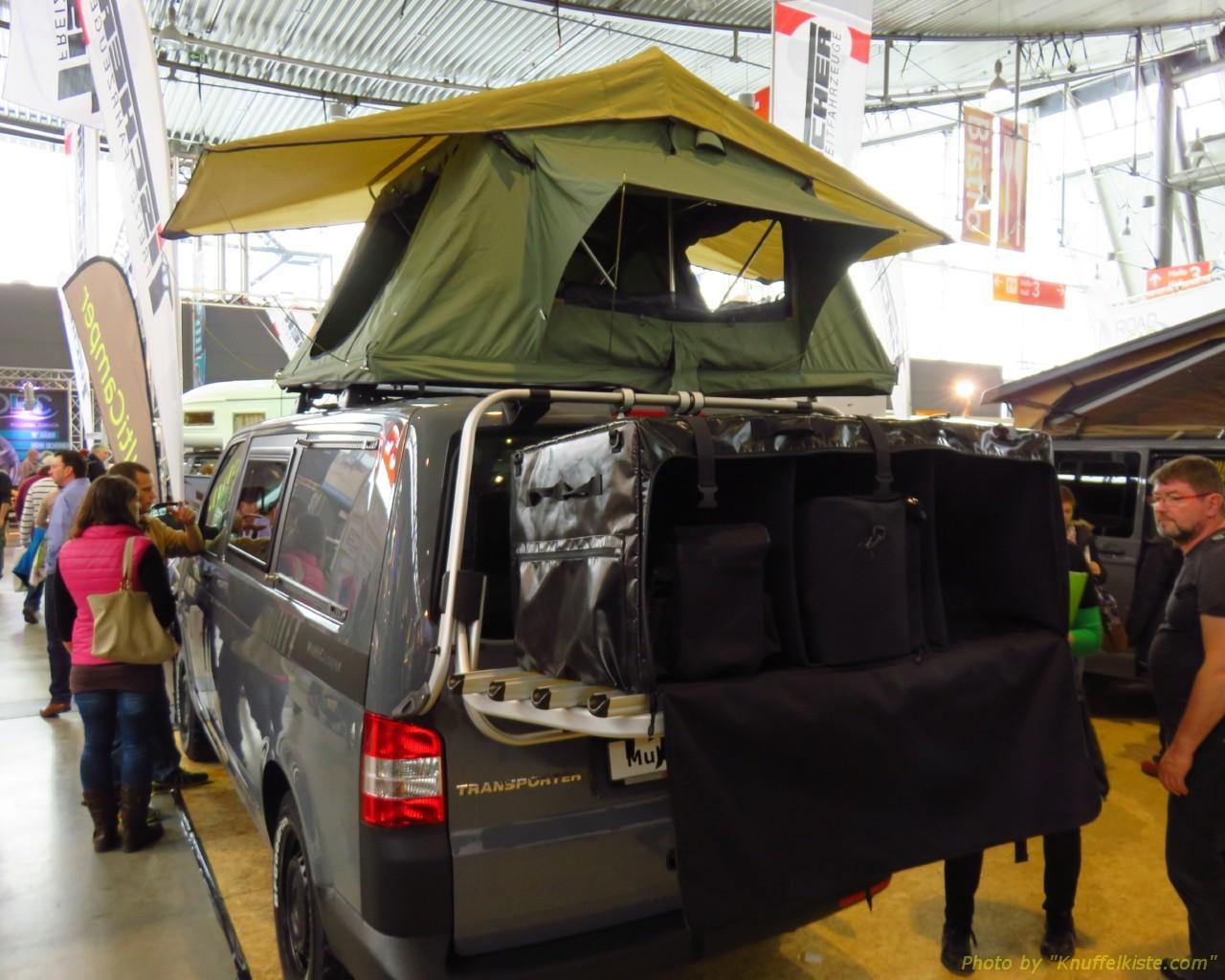 noch ein Campingbus aussen mit Dachzelt und Staubox