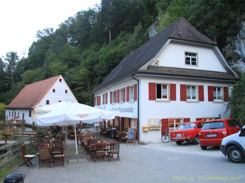 Gasthaus und links die Mühle