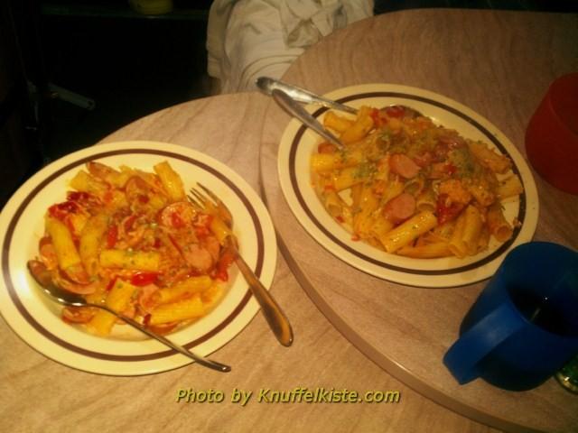 Unser Abendessen heute-Rigatoni mt Würstchen und Tomaten