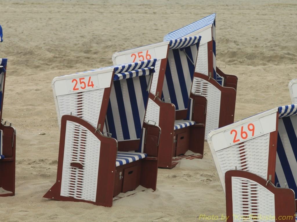 viele Strandkörbe