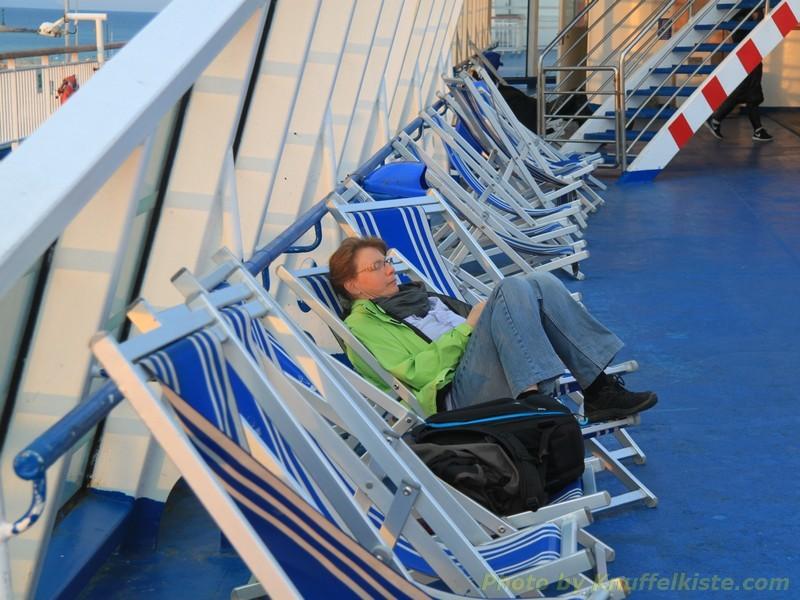 Gabi geniesst die Frische Luft an Bord!