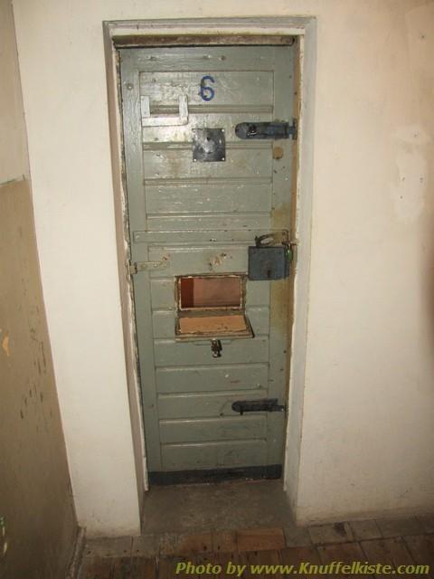Türe zur Gefängniszelle