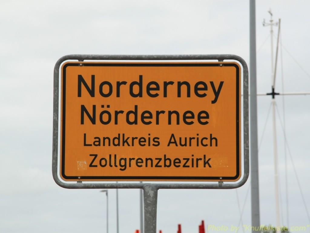 Ortsschild am Hafen von Norderney