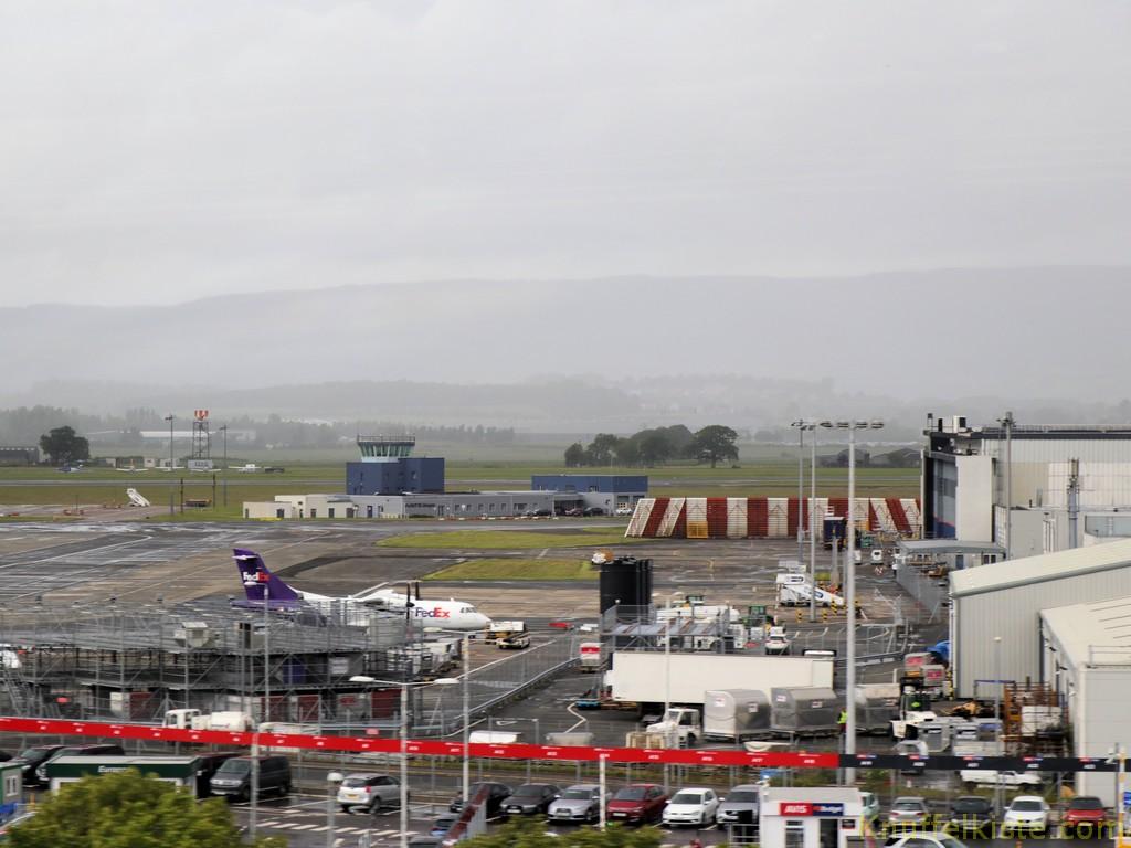 ..am Flughafen Glasgow vorbei...