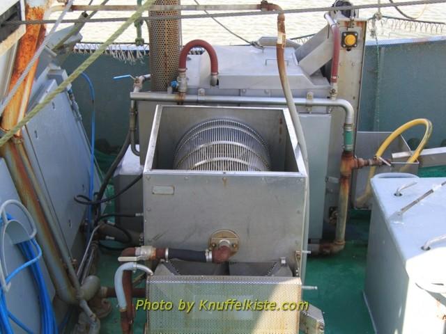 """Die """"Krabbenwaschmaschine"""" auf dem Kutter"""