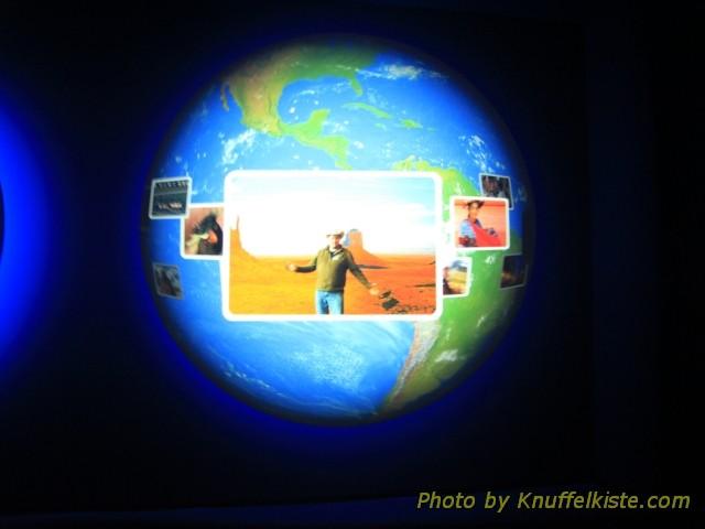 ...der Ausstellung..wo mann seine eigenen Bilder...