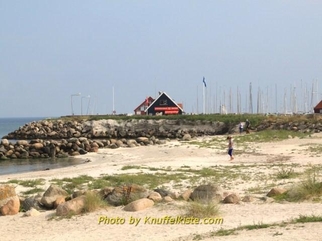 Blick vom Strand Richtung Hafen
