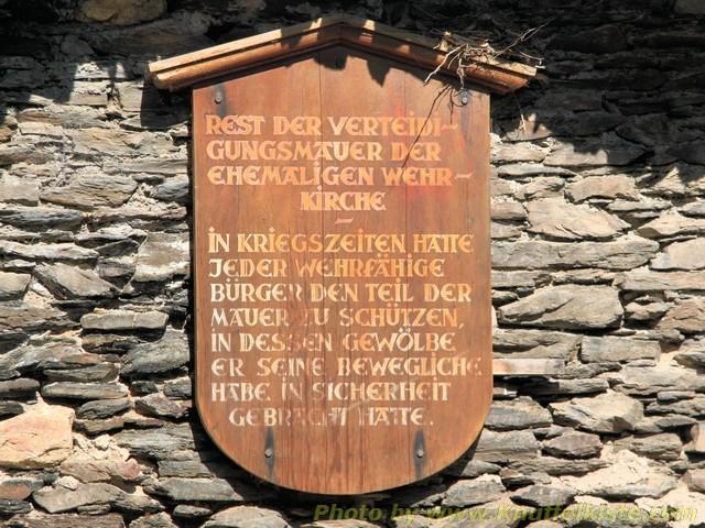 Schild an der alten Stadtmauer