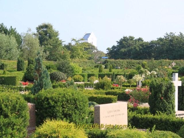 Blick vom Friedhof Richtung Kirche