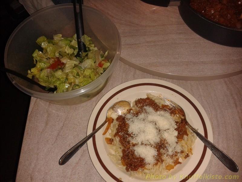 Abendessen heute: Nudeln mit Bolognesesosse und frischer Parmeciano!
