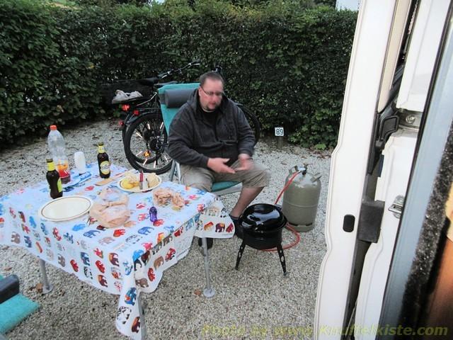 Joe beim abendlichen Grillen!