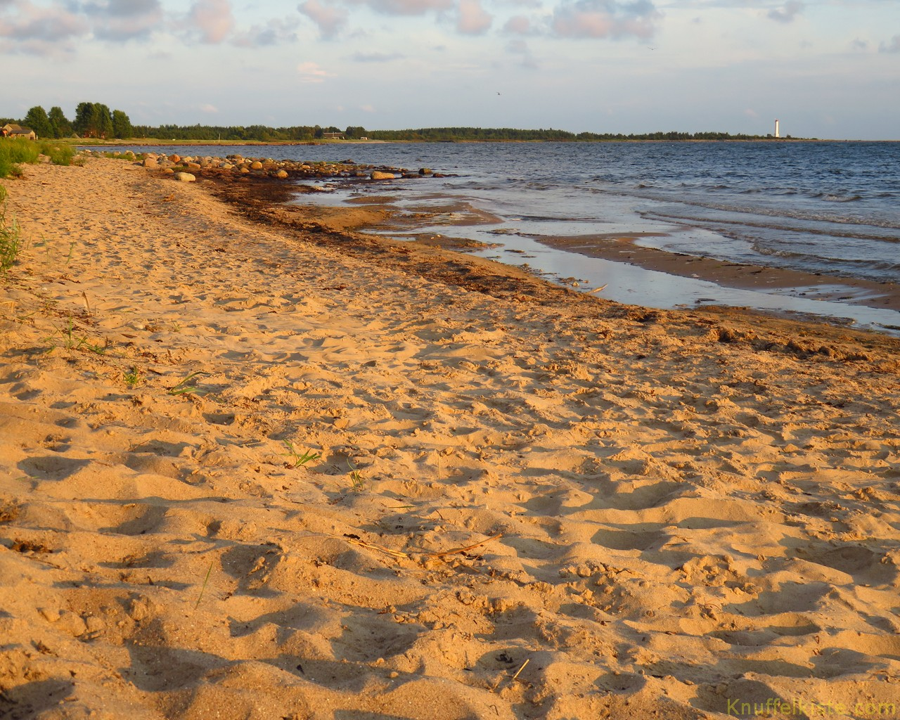 der kleine Strand am Platz