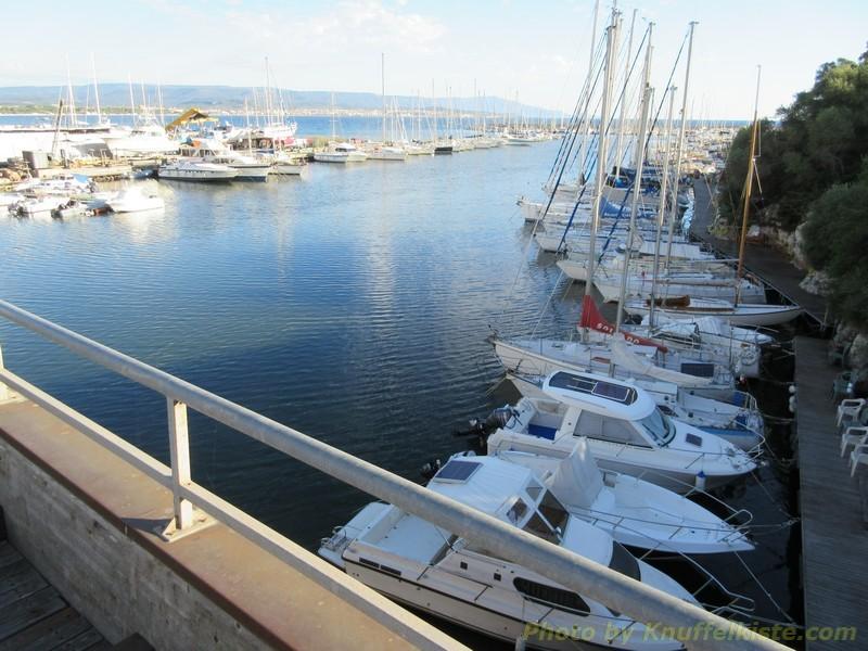 am Sportboothafen von Fertillia