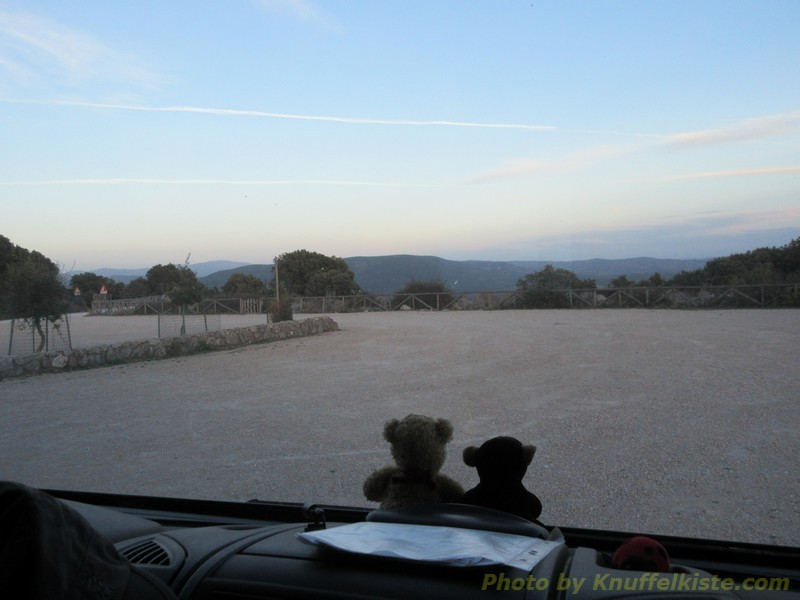 unser Blick am Abend über den Parkplatz