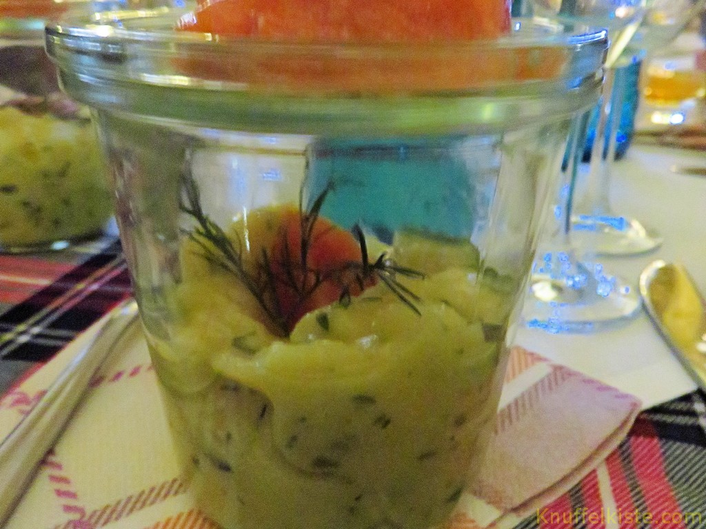 Kartoffel-Gurkensalat mit Räucherlachs