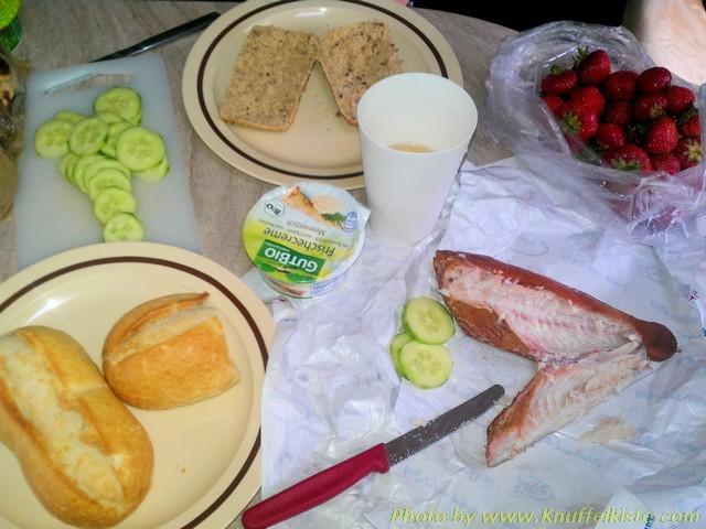 unser Mittagessen lecker Räucherfisch!