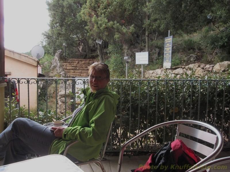sitzen im Restaurant und warten auf die Besichtigung