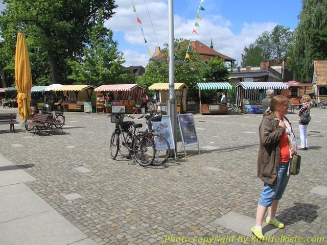 Der Platz am Hafen...