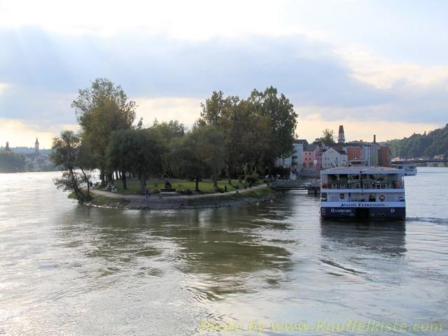 die Landspitze- rechts die Donau links der Inn