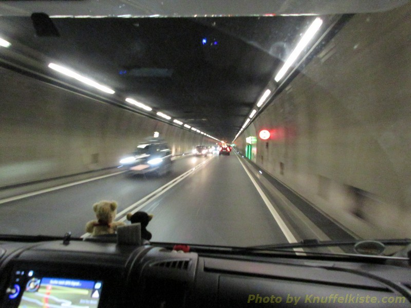 rein gehts in den Gotthardttunnel...