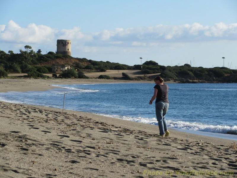 ...Gabi wandert am Strand entlang