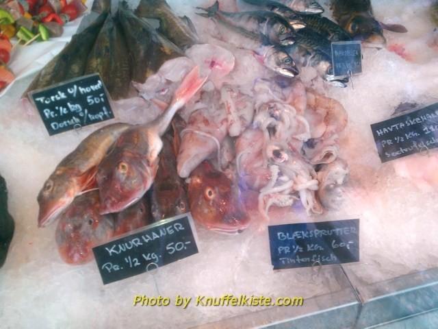 Auslage eines Fischgeschäftes am Hafen von Hvide Sande