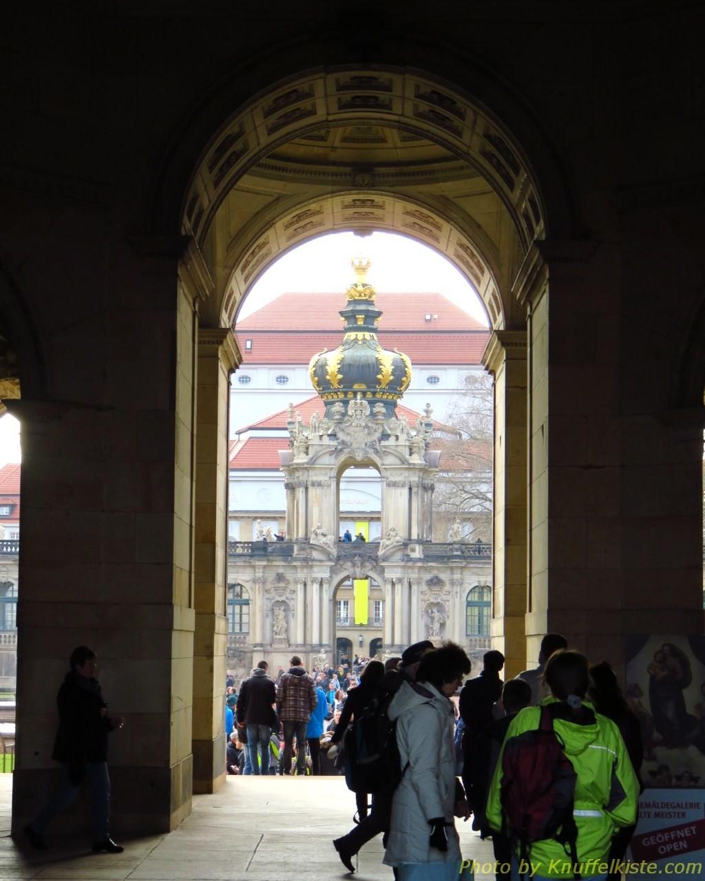 Durchgang zum Innenbereich und rechts gehts zur Kunsthist.Ausstellung