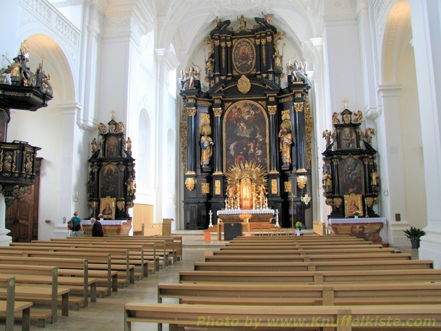 St Paul Kirche mitten in der Stadt