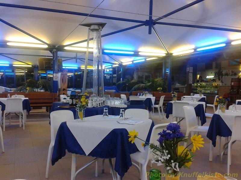 Restaurant auf dem Campingplatz am Abend