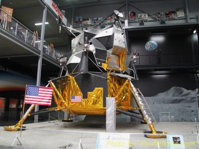 Nachbau der Apollo 11.