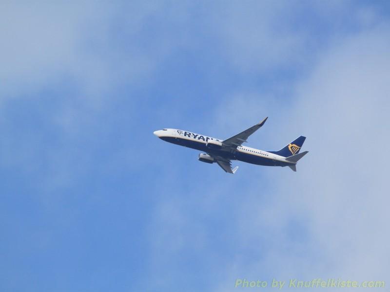 """Flieger von """"Ryanair"""" gerade in Alghero gestartet!"""