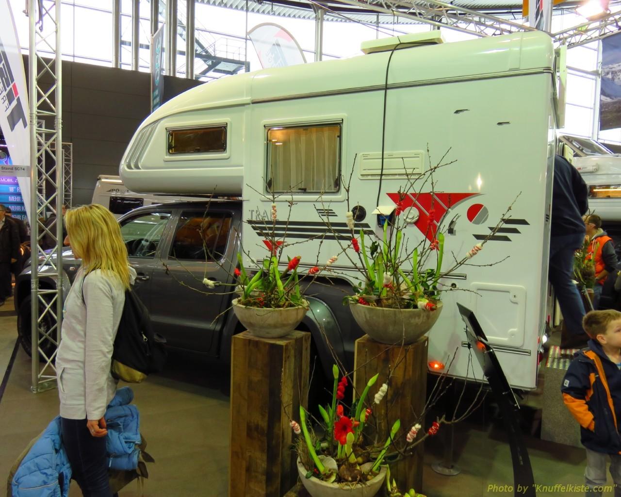VW Amarok mit Wohnkabine von der Seite