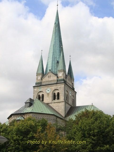 Die Kirche vom Hafen aus gesehen