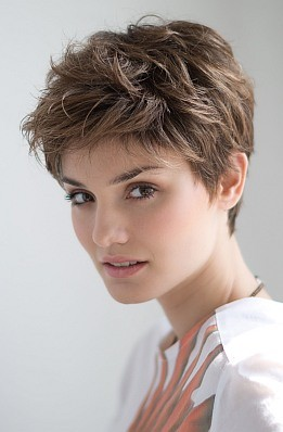 perruque-moderne-Debbie-Perucci-Ellen-Wille